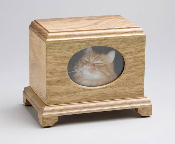 Wood urn with cat photo